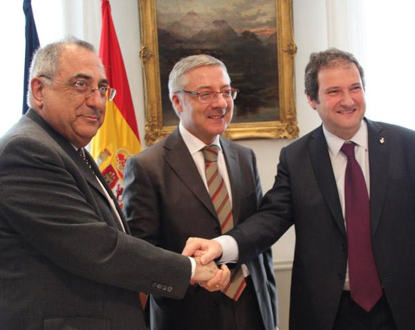 El Conseller Nadal, l'alcalde Hereu i el ministre Blanco, tots tres del PSOE/PSC amb una obra més no executada