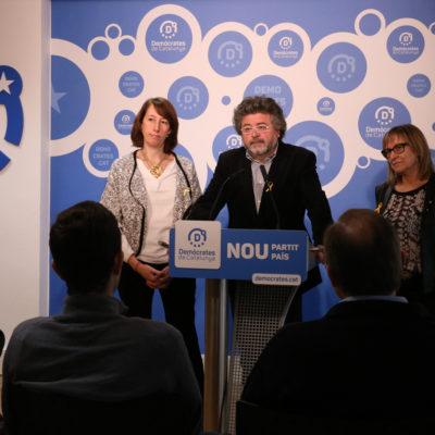 De dreta a esquerra, Titon Lailla i Antoni Castellà, portaveus nacionals de Demòcrates de Catalunya, junt amb Mercè Jou, secretària general Consell Interuniversitari de Catalunya