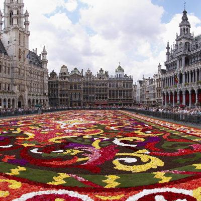 La Grand Place de Brussel·les, guarnida amb flors