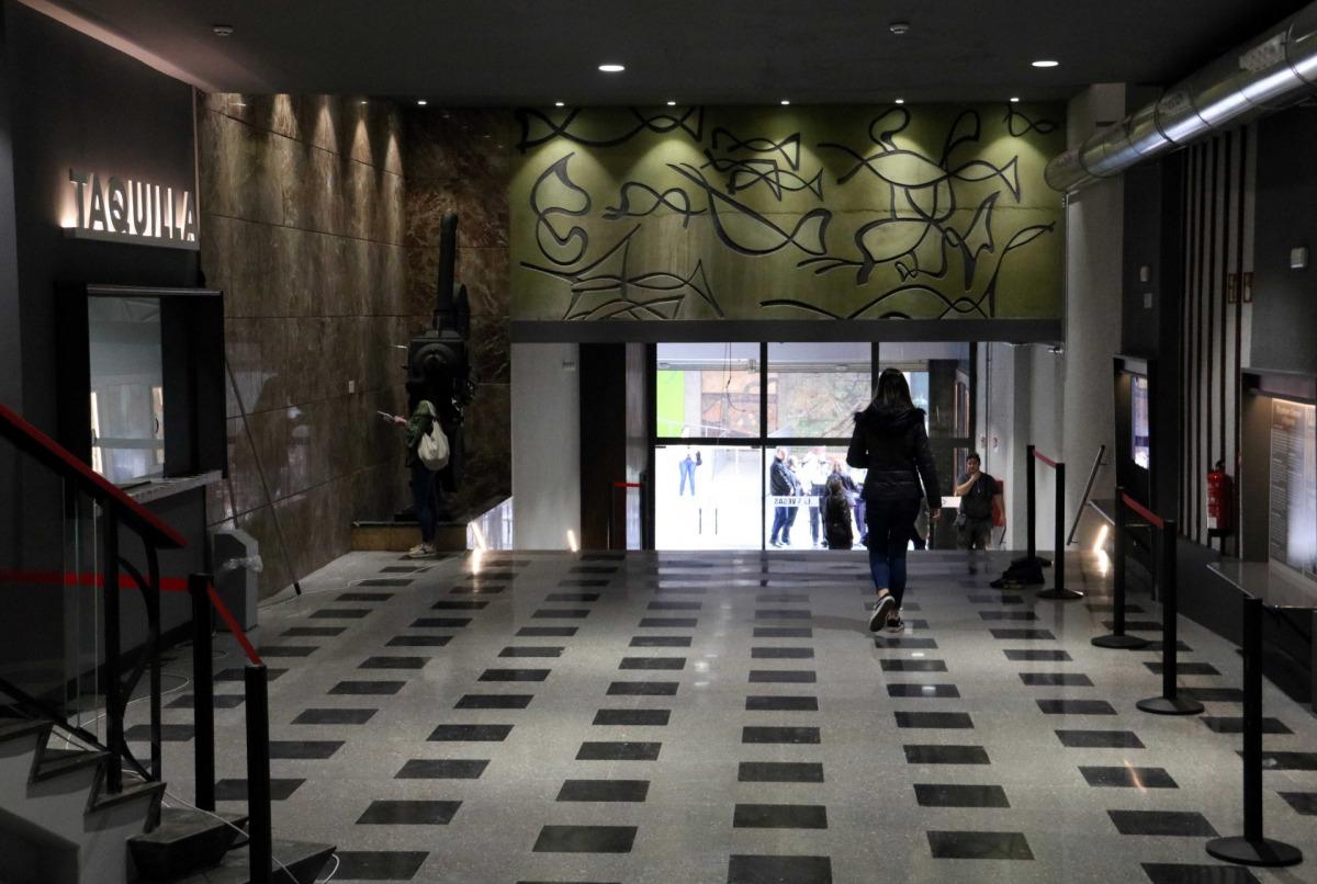 El 'hall' del cinema Las Vegas de Figueres, aquest 6 d'abril de 2018. ACN