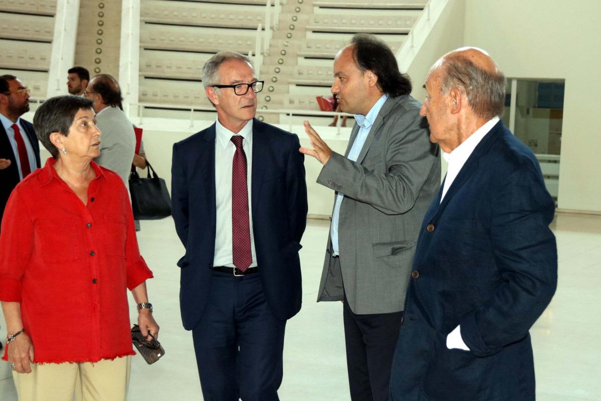 El ministre de Cultura i Esport, José Guirao, al Museu Nacional d'Art de Catalunya, acompanyat del seu director, Pepe Serra, i la delegada del govern espanyol a Catalunya, Teresa Cunillera, i Miquel Roca / ACN
