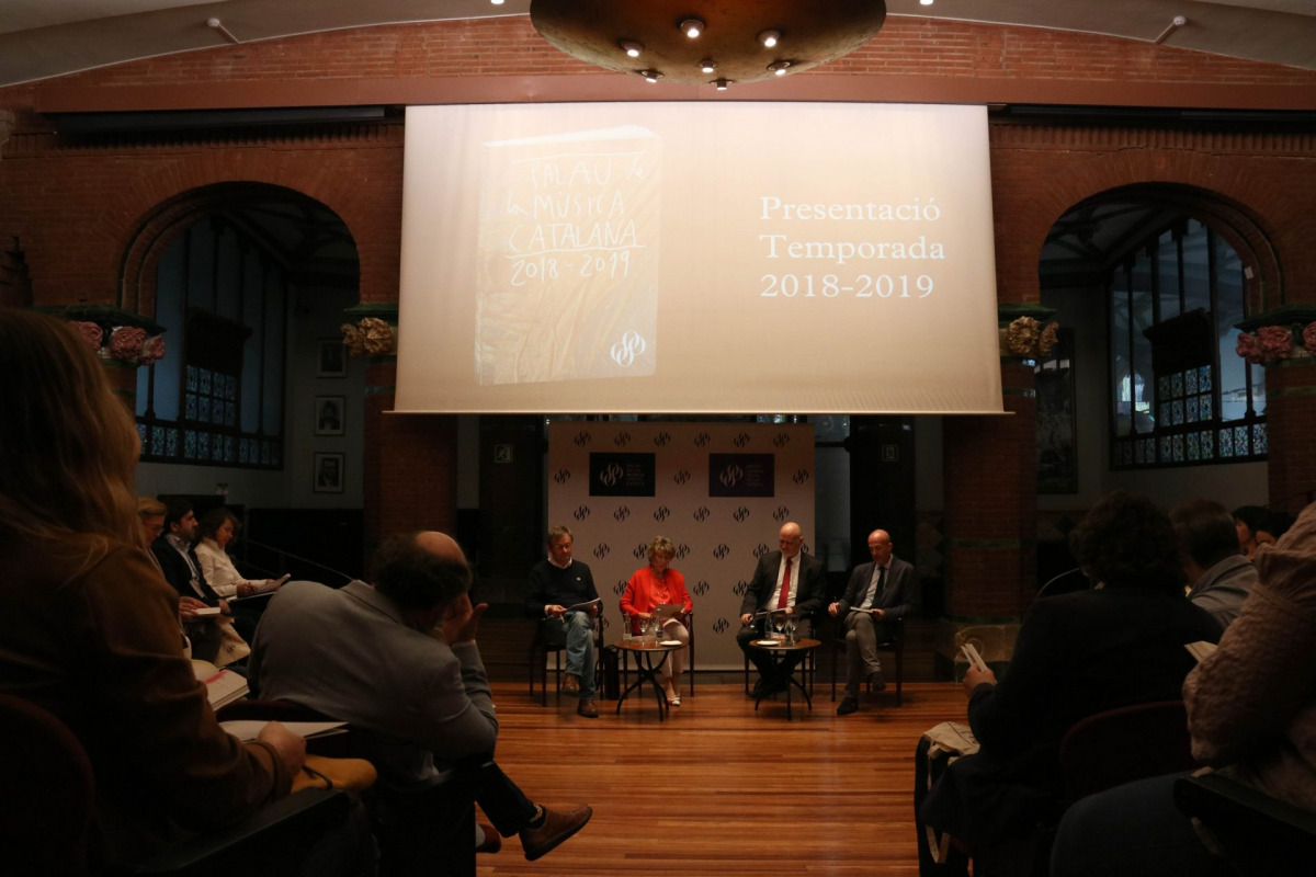 Acte de presentació de la temporada 2018-2019 al Palau de la Música amb Mariona Carulla, presidenta de la Fundació Orfeó Català-Palau de la Música Catalana; Joan Oller, director general; Simon Halsey, i Víctor García de Gomar, el 19 d'abril de 2018 - ACN
