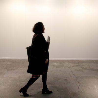 La paret de la galeria Helga de Alvear a ARCOmadrid en blanc després que s'hagi retirat l'obra 'Presos polítics a l'Espanya contemporània' de Santiago Serra / ACN