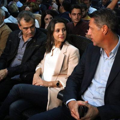 Els líders del PPC i C's, Xavier Garcia Albiol i Inés Arrimadas, en un acte organitzat per Societat Civil Catalana al novembre de 2017/ Gemma Sánchez