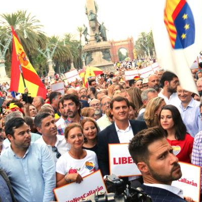 El president de Cs, Albert Rivera, i la líder del partit a Catalunya, Inés Arrimadas, al parc de la Ciutadella durant la concentració de la formació taronja