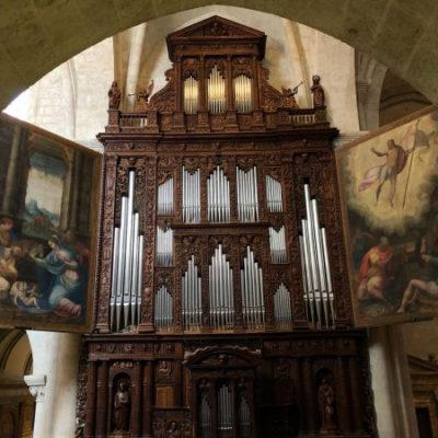 Pla general de l'orgue de la Catedral de Tarragona, amb les portes recentment restaurades, obertes de bat a bat / ACN