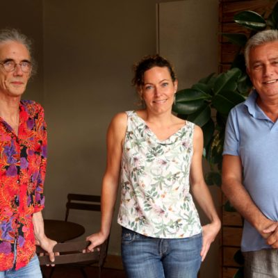 L'editor de 'De la ciutat vella' (de J. Vallmitjana), Enric Casasses, la traductora de 'Llum d'agost' (de W. Faulkner), Esther Tallada, i el traductor d''Un altre temps. Poemes escollits' (de W.H. Auden), Marcel Riera / ACN