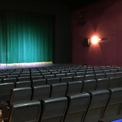 Pla general de la nova sala de cinema del Centre Parroquial de Sant Pere de Ribes / ACN