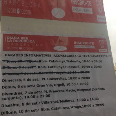 Cartell d'una paradeta de l'ANC que indica on es poden trobar samarretes