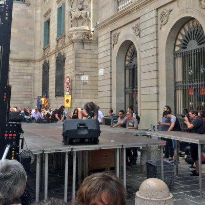 Operaris retiren l'escenari de plaça Sant Jaumea