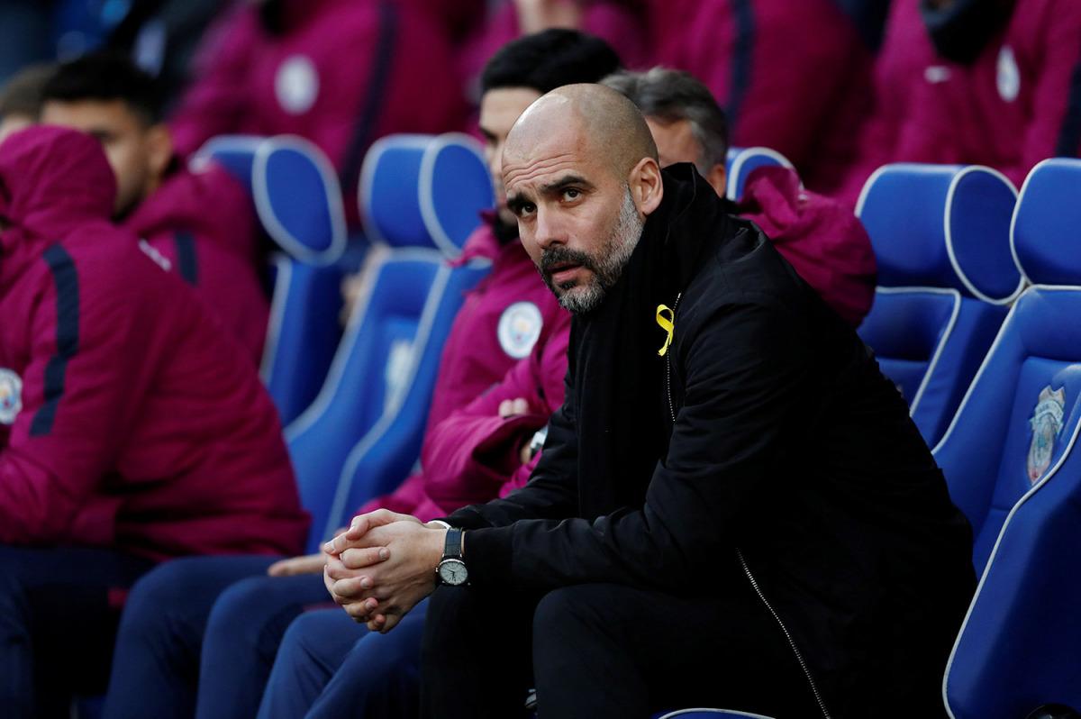 L'entrenador del Manchester City, Pep Guardiola, en un partit a Cardiff el passat 28 de gener lluint el llaç groc