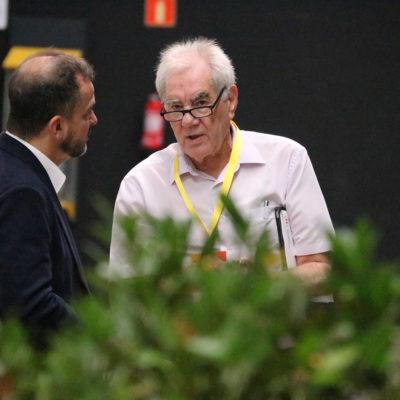 Ernest Maragall parla amb Alfred Bosch, durant la Conferència Nacional d'ERC, a La Farga de l'Hospitalet, el 30 de juny de 2018/ Bernat Vilaró