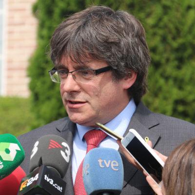 L'expresident Carles Puigdemont durant l'atenció als mitjans abans de la reunió amb l'expresident Artur Mas a Waterloo, Bèlgica, el 4 de setembre del 2018 (Horitzontal)