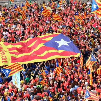 Una bandera independentista a Diagonal amb Passeig de Gràcia/ Pere Francesch