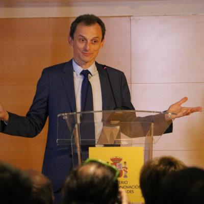 El ministre Pedro Duque donant explicacions sobre el xalet/ Tània Tàpia