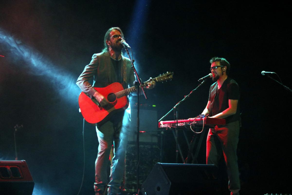Pla sencer de Natxo Tarrés i Oriol Farré interpretant una de les cançons del nou disc de Gossos. 16 de setembre de 2016 / ACN