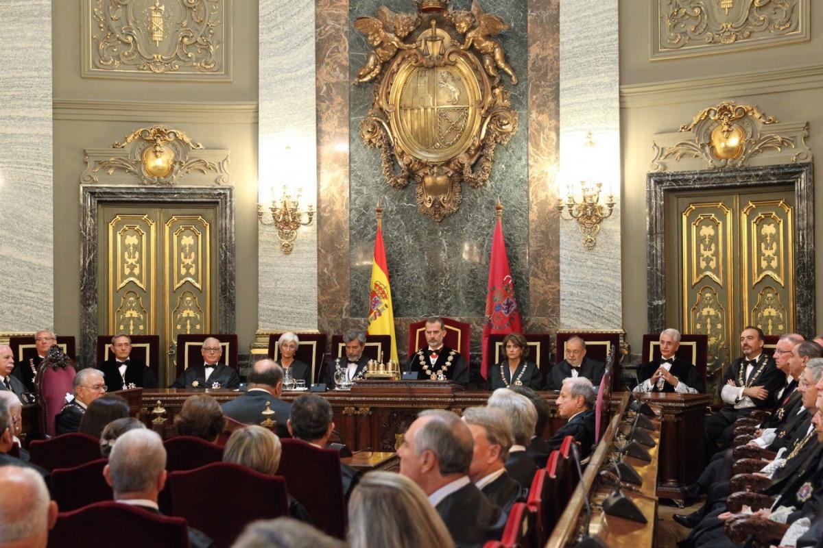 Felipe VI al Saló de Plens del Palau de Justícia