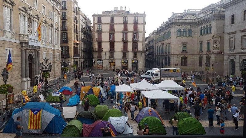 Plaça Sant Jaume a les 10:15