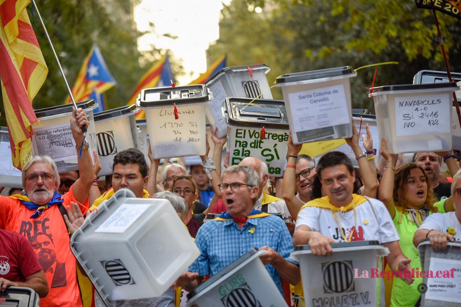 Manifestació pel primer aniversari de l'1-O