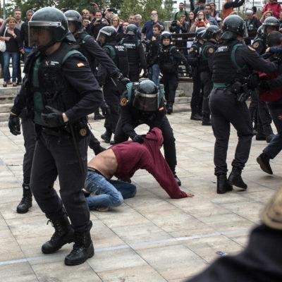 Imatge d'una càrrega de la policia espanyola