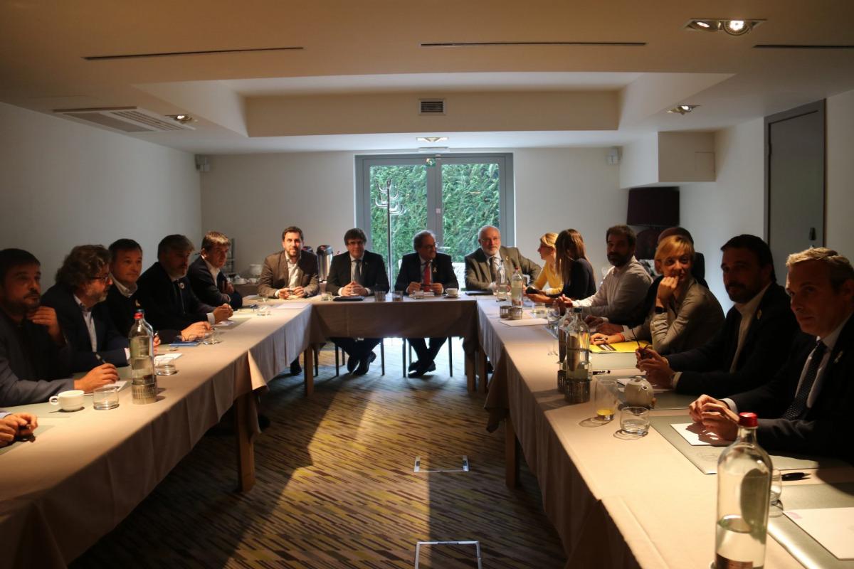 Pla general de la reunió del president Quim Torra i l'expresident Carles Puigdemont amb representants de JxCat, el PDeCAT i Esquerra així com de les entitats ANC i Òmnium a Waterloo / ACN