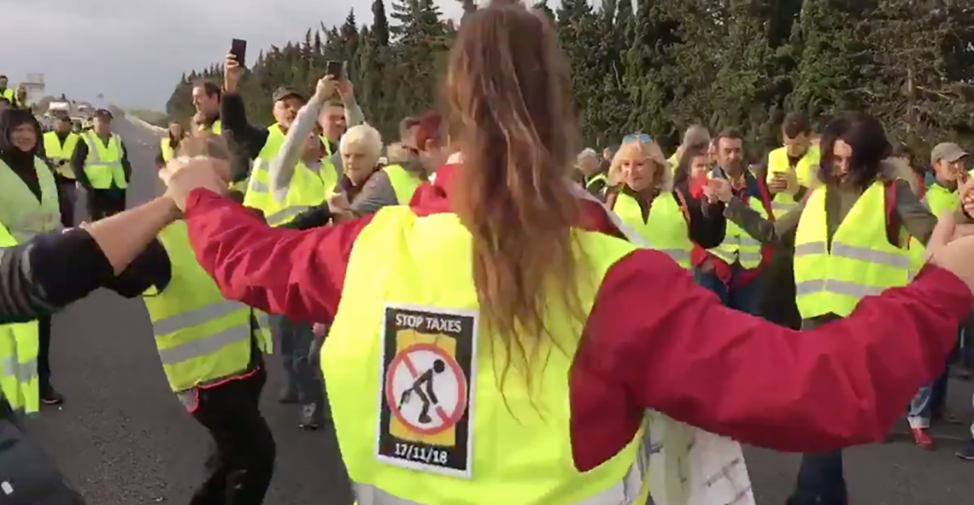 Ballen sardanes, en una protesta a la Catalunya Nord/ Twitter @LIndep_perpi