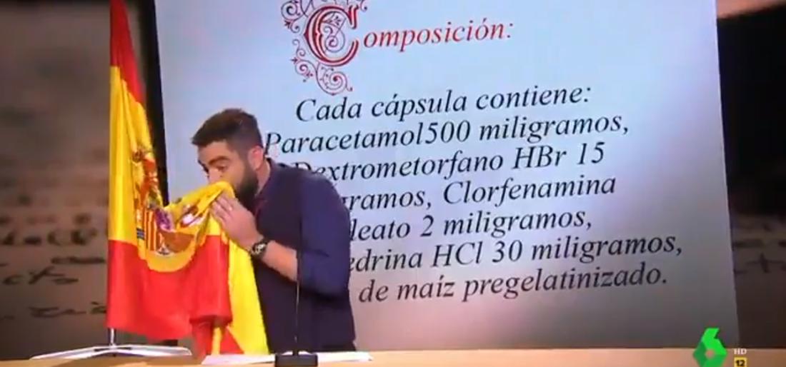 Dani Mateo es moca amb la bandera espanyola per un gag de 'El Intermedio'