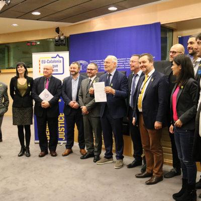 Presentació de la Xarxa Parlamentària de Grups d'Amistat amb Catalunya amb Hywel Williams, Josep Costa, Magni Arge, Ivo Vajgl, Peter Luykx, Artur Talvik, Marta Vilalta i diversos eurodiputats, a Brussel·les