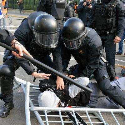Mossos detenen una persona el 21-D/ Marina Bou