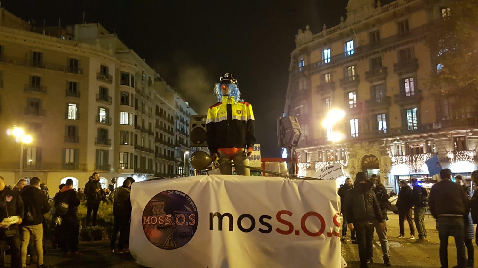 MosSOS es manifestava ahir a Barcelona