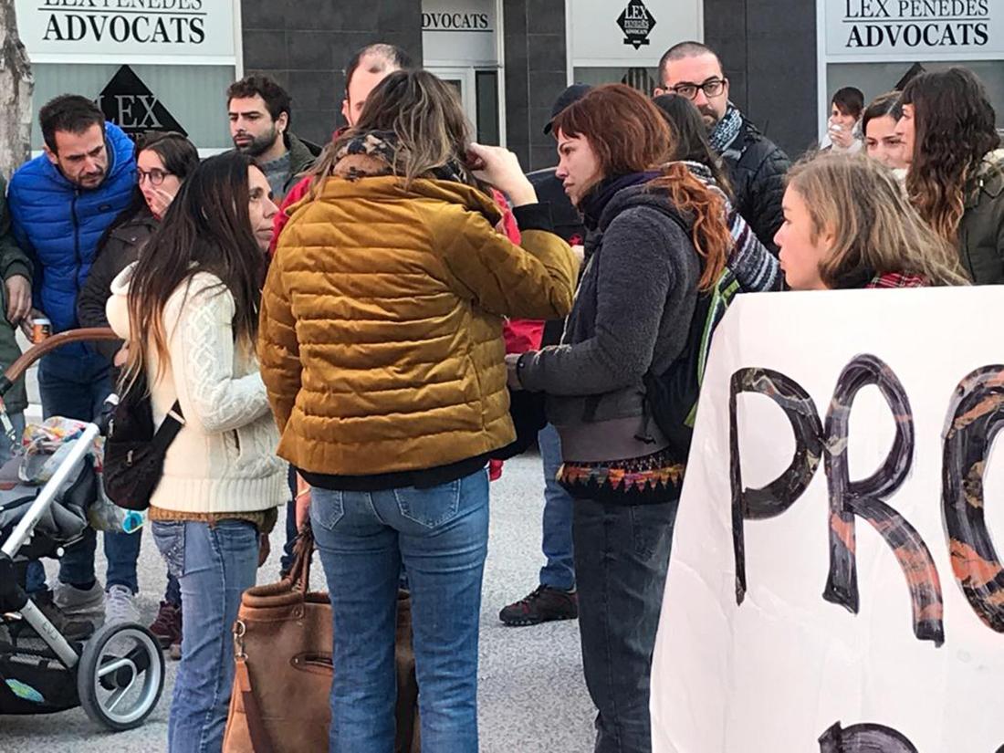 Concentració davant els jutjats de Vilafranca per donar suport al jove investigat