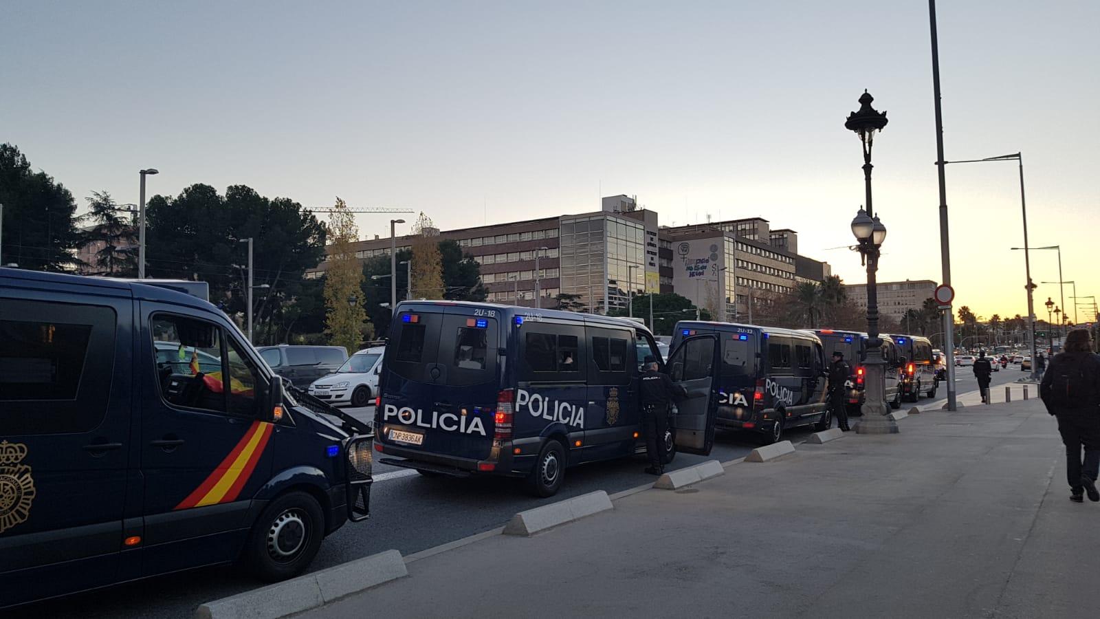 La policia espanyola blinda el Palau de Pedralbes