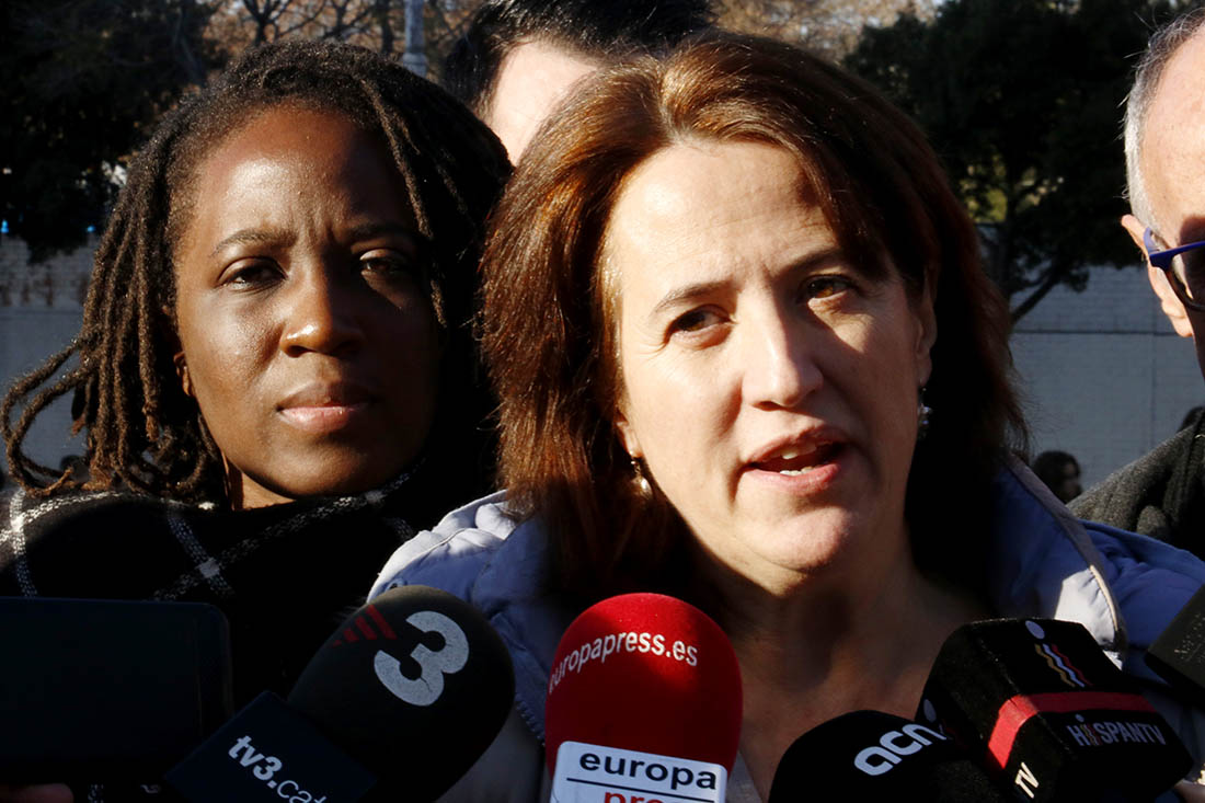 La presidenta de l'ANC, Elisenda Paluzie, i la portaveu de les armilles grogues de França, Priscilla Ludosky
