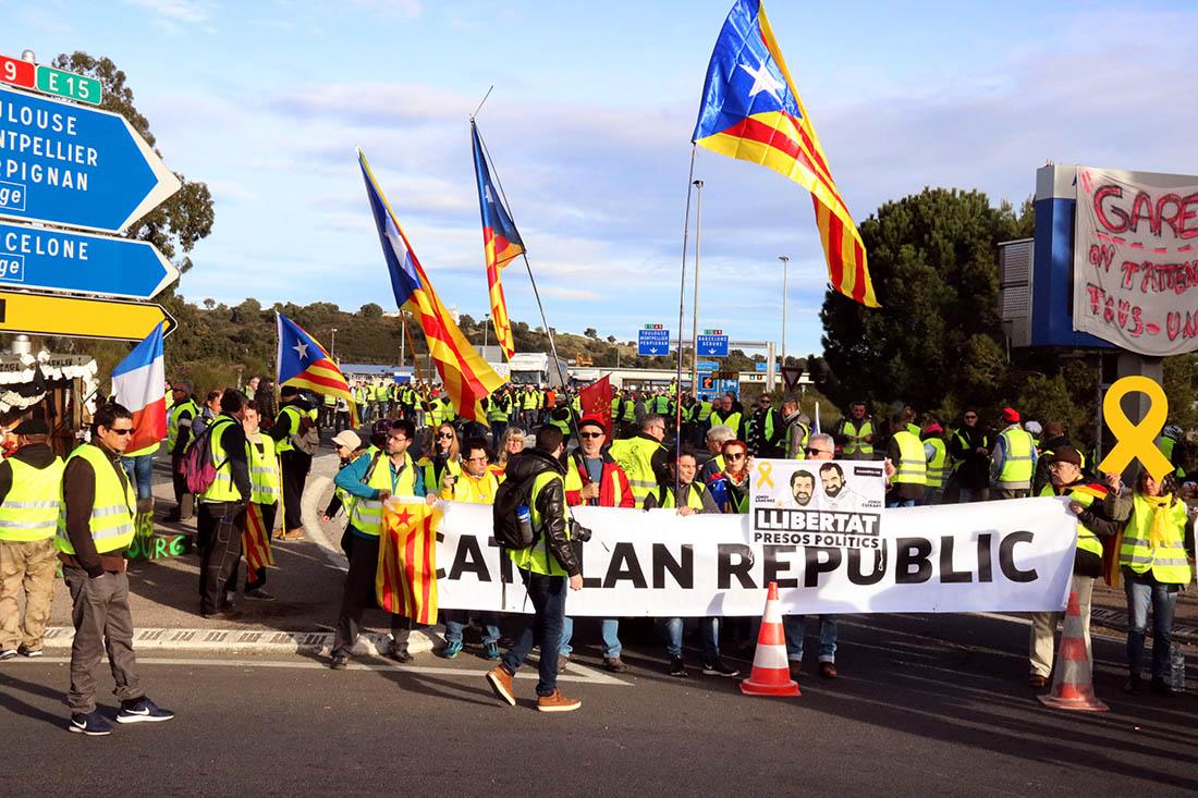Independentistes a la protesta dels armilles grogues