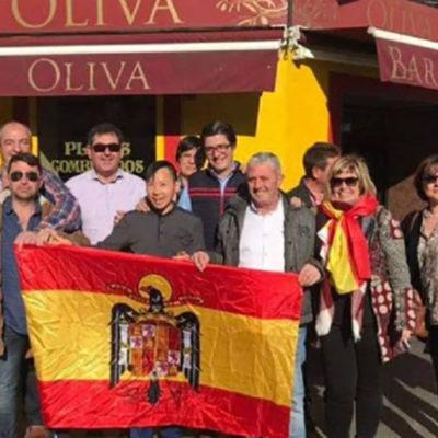 Fotografia en la qual apareix l'alcaldessa popular de Gomezserracín (tercera per la dreta)/ RÀDIO SEGÒVIA
