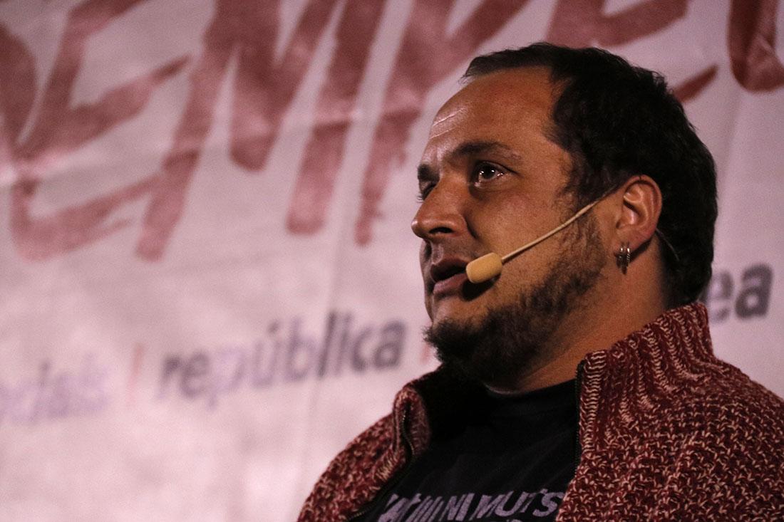 L'exdiputat de la CUP, David Fernández, en un míting a l'Hospitalet de Llobregat