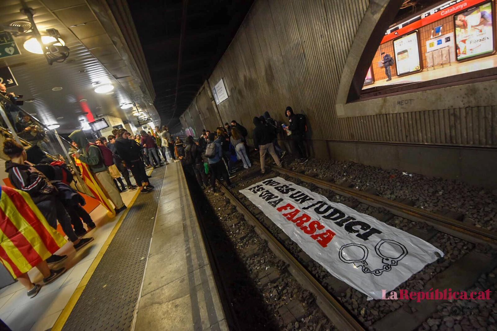 Tall a les vies de plaça Catalunya el 21-F