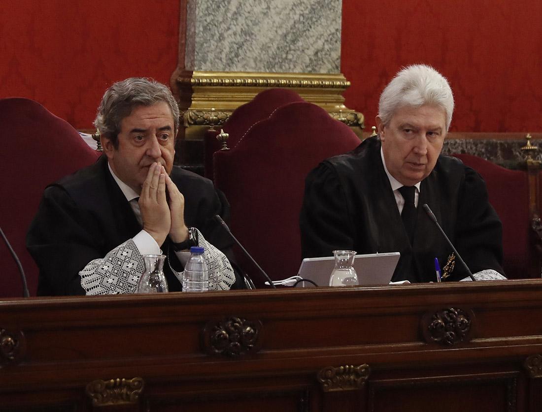Els fiscals Fidel Cadena i Javier Zaragoza, durant la primera sessió del judici de l'1-O
