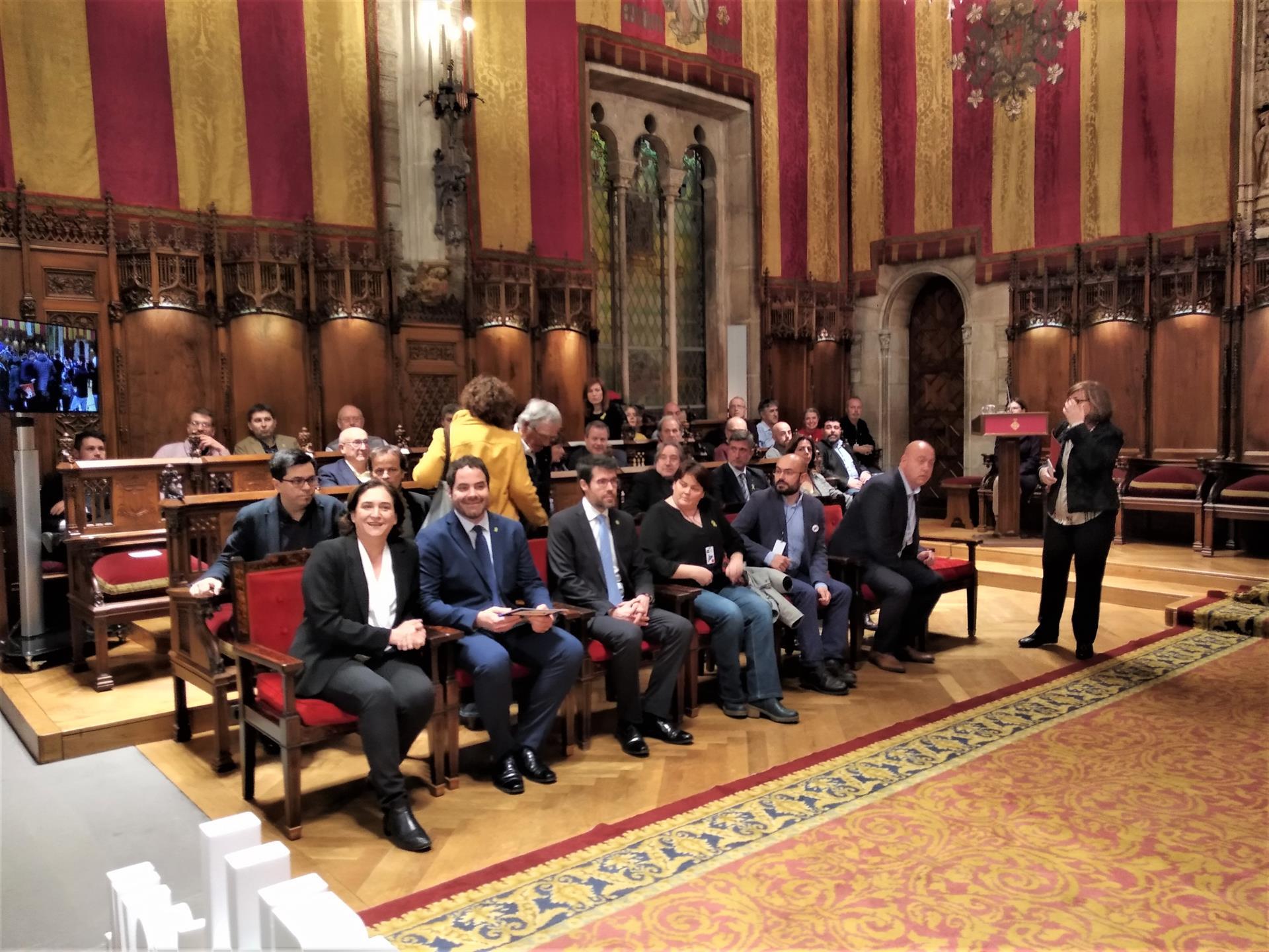 """Alcaldes catalans demanen un judici """"just i imparcial"""" als presos polítics"""