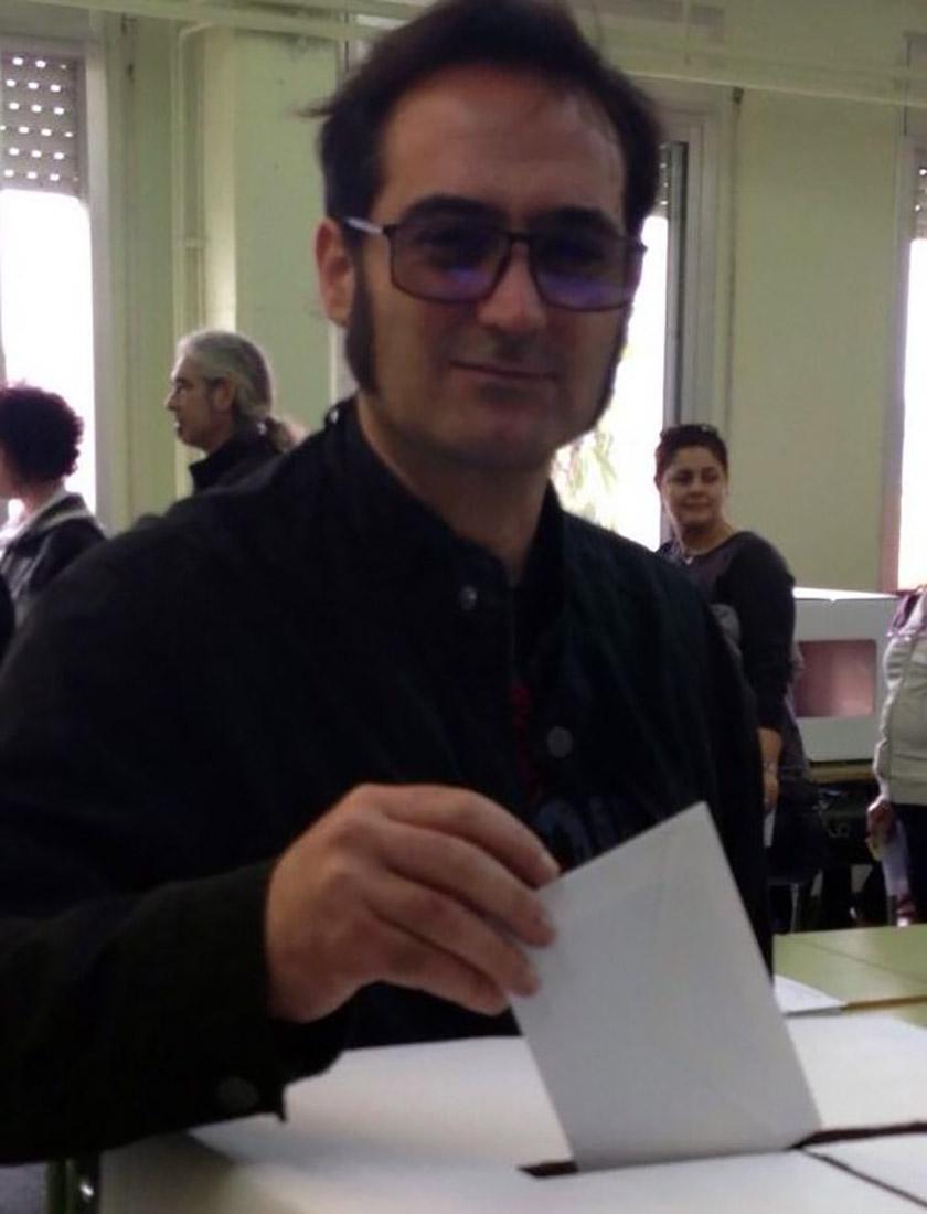 L'olesà Felip Segura, votant el 9-N /Twitter