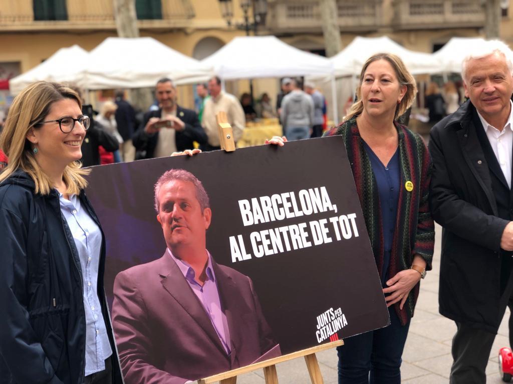 Artadi, Munté i Mascarell, al costat d'un cartell amb la cara de Joaquim Forn / Junts per Catalunya