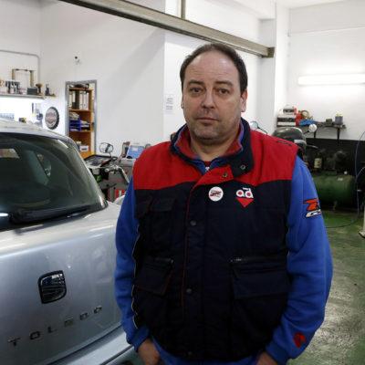 Jordi Perelló, el mecànic acusat d'un delicte d'odi per negar-se a reparar el cotxe d'una agent de la policia espanyola, al seu taller de Reus