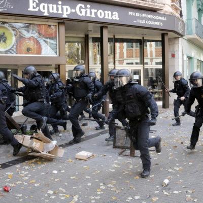 Els Mossos, abans de carregar a Girona, el 6 de desembre del 2018