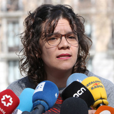 La diputada de la CUP Natàlia Sànchez, en una atenció als mitjans