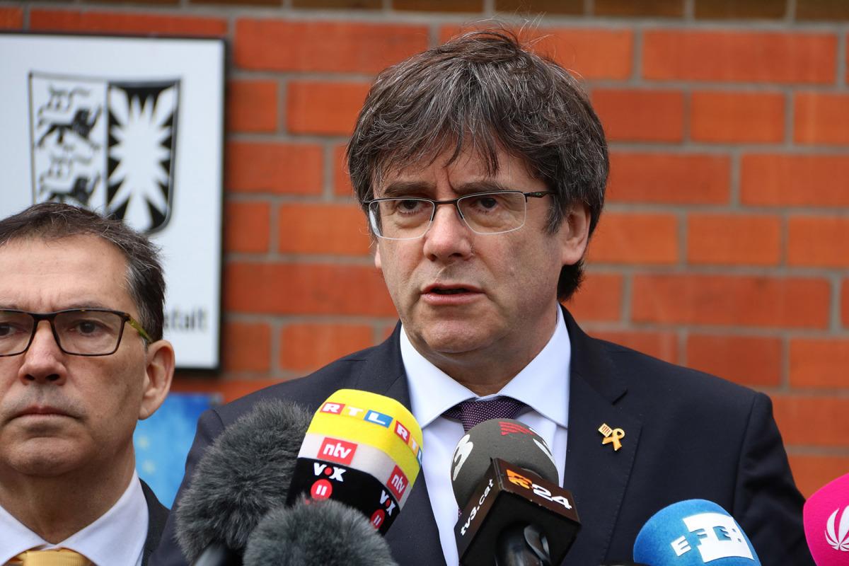 Carles Puigdemont, durant l'atenció als mitjans després d'entrar a la presó de Neumünster quan es compleix un any de la seva detenció a Schleswig-Holstein