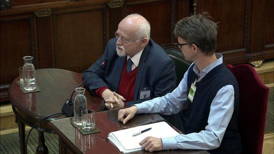 Imatge general de l'exdiputat alemany Bernhard von Grünberg (a l'esquerra) declarant com a testimoni al Tribunal Suprem