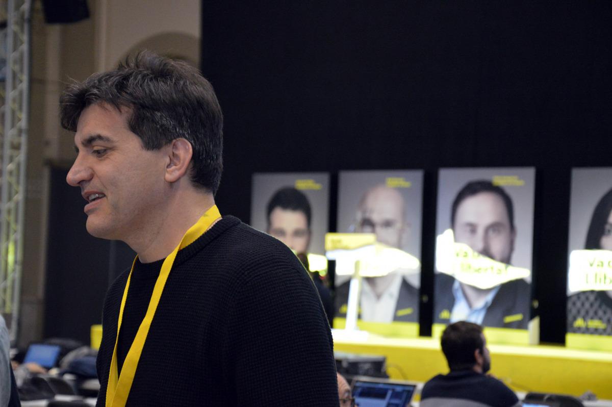 Sergi Sabrià (ERC), a l'Estació del Nord de Barcelona, des d'on segueixen la nit electoral els republicans