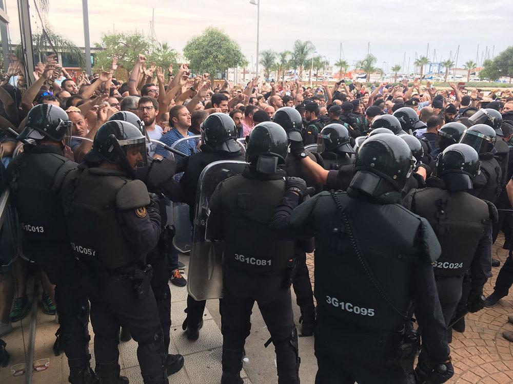 Una imatge de policies espanyols l'1-O / ACN
