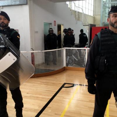 Imatge de l'operatiu policial de l'1-O a Sant Julià de Ramis / ACN