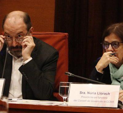 Pla mitjà del director de TVC, Vicent Sanchis, i la presidenta en funcions de la CCMA, Núria Llorach, en la comissió de control a la CCMA del 5 d'abril del 2019